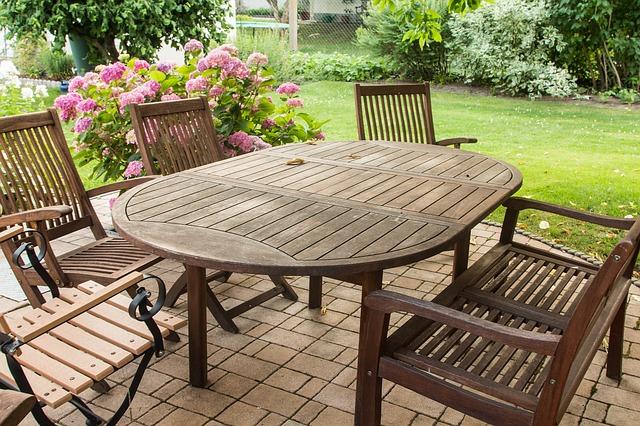 Tipy pro výběr zahradního nábytku