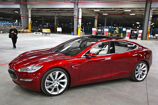 Elektromobily Tesla jsou v ČR